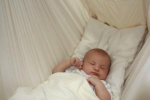 natures-sway-baby-hammock-mattress-stiffener-amber